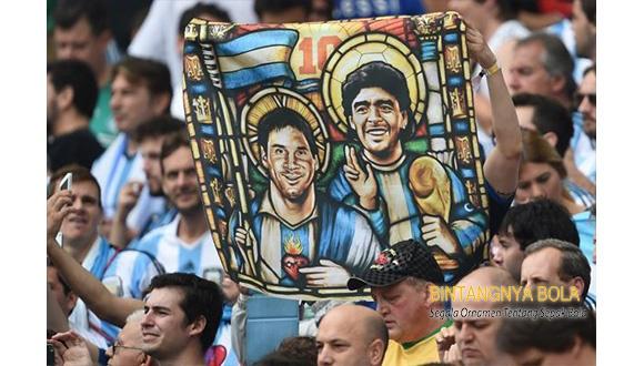 Diego Maradona memasang badan untuk Lionel Messi