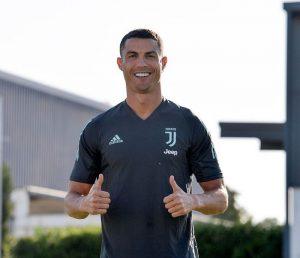 Cristiano Ronaldo Potong Rambut