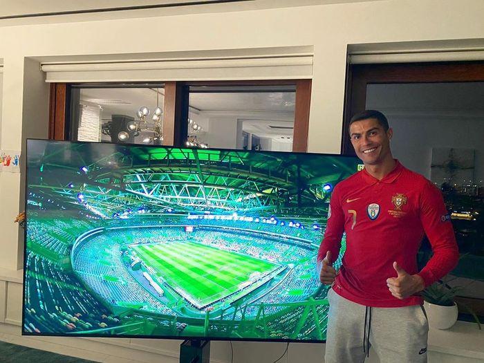 Cristiano Ronaldo Pakai Jersey Dukung Portugal dari Rumah